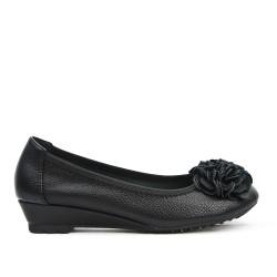 Ballerine confort noire à motif fleur avec petit talon