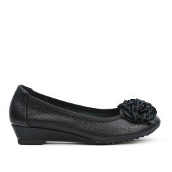 Black comfort ballerina with flower pattern and small heel