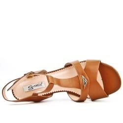 Sandalia de camello con tacones cuadrados de gran tamaño