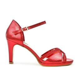 Red sandal in textured faux leather