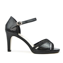 Black sandal in textured faux leather