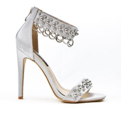 Gray sandal with rings