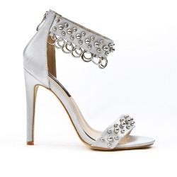 Sandale grise avec anneaux