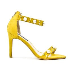 Yellow sandal with pearls