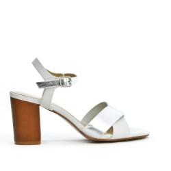 Sandale blanche à bride avec talon carré