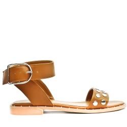 Sandale plate camel ornée de clous