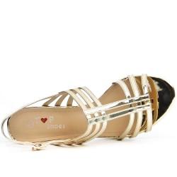 Sandale dorée à talon carré