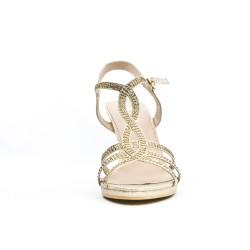 Sandalia dorada con pedrería