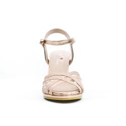 Sandalia con detalle de encaje rosa