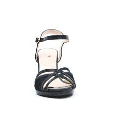 Sandalia con detalle de encaje negro