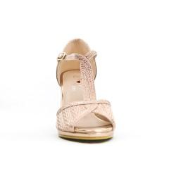 Sandalia rosa con una brida