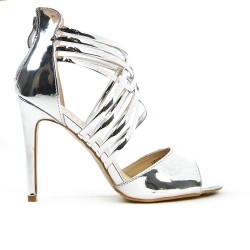 Silver sandal in patent heel