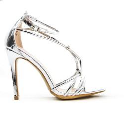 Sandalia de plata con tacón alto