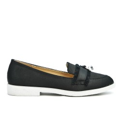 Black moccasin with bangs