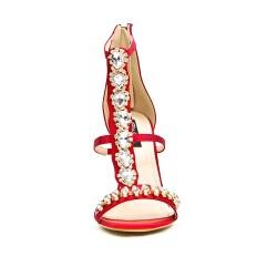 Sandale rouge à talon ornée de bijoux