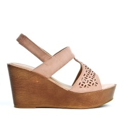 Sandale rose compensée en simili daim perforé
