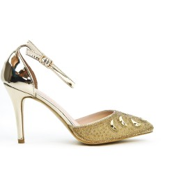 Golden sandal with a rhinestone tip