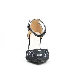 Sandalia negra con punta de diamantes de imitación