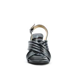 Sandalia negra en charol