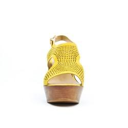 Sandale jaune perforée à talon compensé