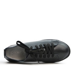 Zapatilla de deporte de cuero negra con cordones
