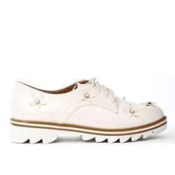 White derby with star pattern