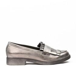 Gray moccasin in faux leather with bangs