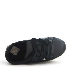 Niño negro tenis con cinta de encaje