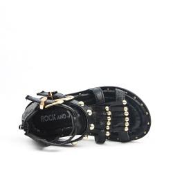 Sandalia chica negra con flequillo