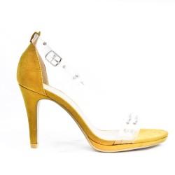 Sandale jaune à détail transparent orné de clous