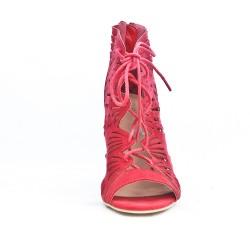 Sandale rouge perforée à lacet
