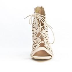 Sandale beige perforée à lacet