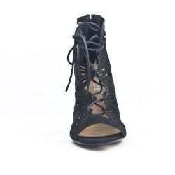 Sandale noire perforée à lacet