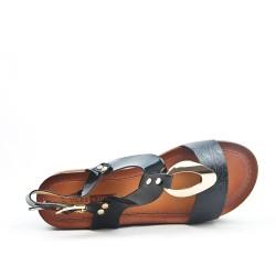 Sandalia negra con tacón grande