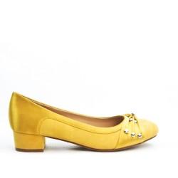 Escarpin jaune à petit talon carré
