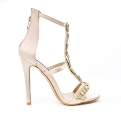 Sandalia color beige con tacones enjoyados