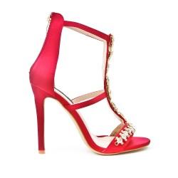Sandale rouge ornée de bijoux à talon