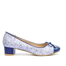 Blue pump with straw detail