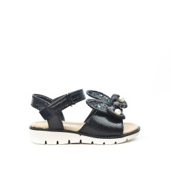 Child sandal with rabbit pattern