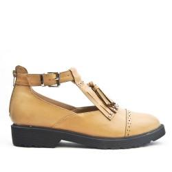 Zapato de piel sintética camel con pompón