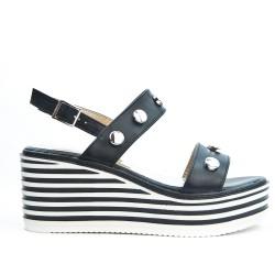 Sandale noire en simili cuir à talon compensé