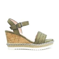 Sandale verte en simili daim à talon compensée