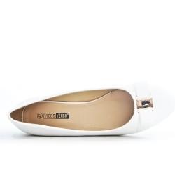 White large knot shoe