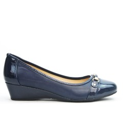 Blue wedge pump in large size