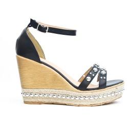 Sandale compensée orné de perle disponible en 3 couleurs