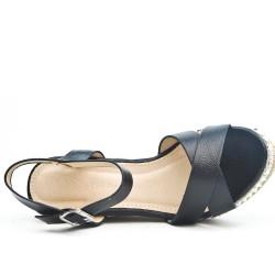 Sandale compensée à brides croisées disponible en 3 couleurs