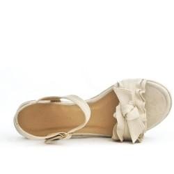 Beige sandal with flounce