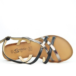 Black flat sandal with crossed straps