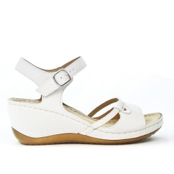 White wedge sandal with comfort sole