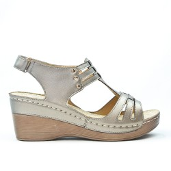 Gray wedge sandal in leather